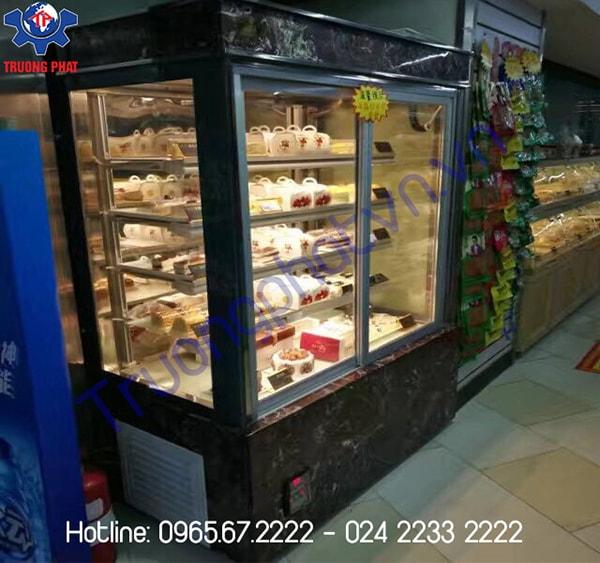 Giá tủ trưng bày bánh kem ở đâu hợp lý?