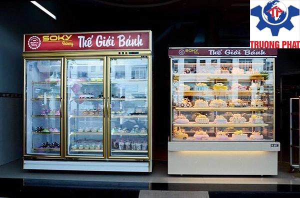 Tủ trưng bày bánh kem bảo quản được nhiều loại bánh, hoa quả, nước ngọt